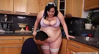 SSBBW Maid Eliza Allure Cleans Juan Largo'_s Cock
