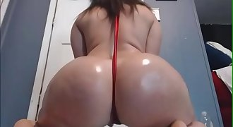 Latina babe with massive arse dance seductively on cam
